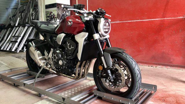 2018 Honda CB1000R Unboxing & Engine Start-up 1