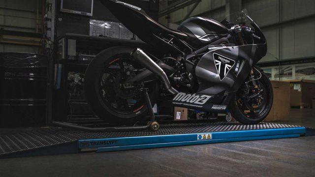 triumph moto 2 005