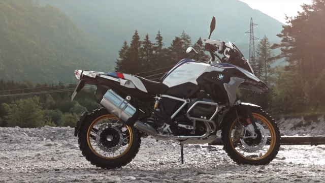 How the BMW R1250 variable cam engine works 5