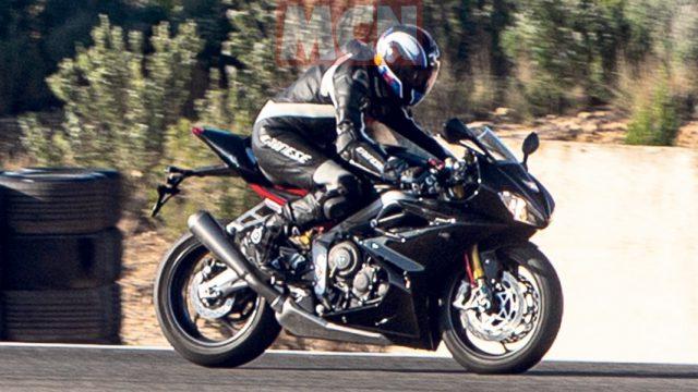 Triumph Daytona 765 017