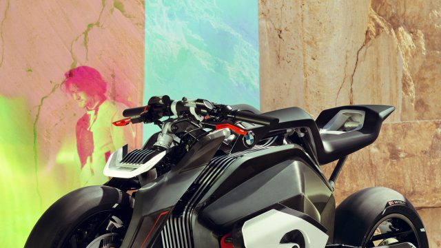 P90354720_highRes_bmw motorrad vision
