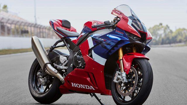 2020 Honda CBR1000RR-R Fireblade: 217 hp. Honda's back in the game 2