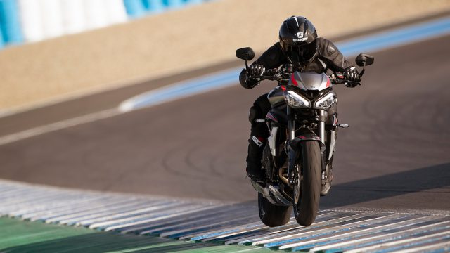 Street Triple RS 20MY Variant Page Gallery5 1920x1080px
