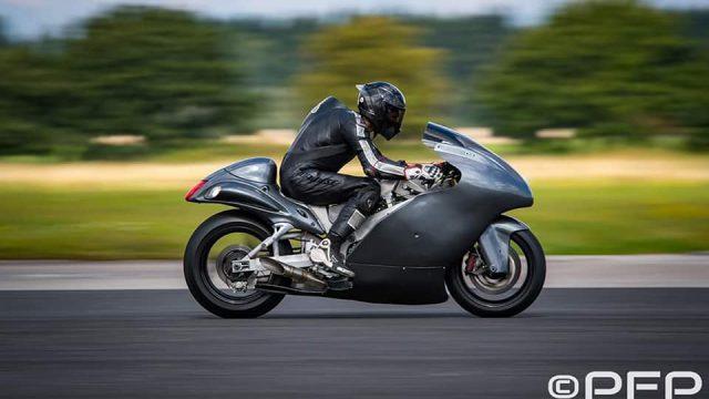 Guy Martin - 434 km/h [270 mph] on a 830 hp Hayabusa 6