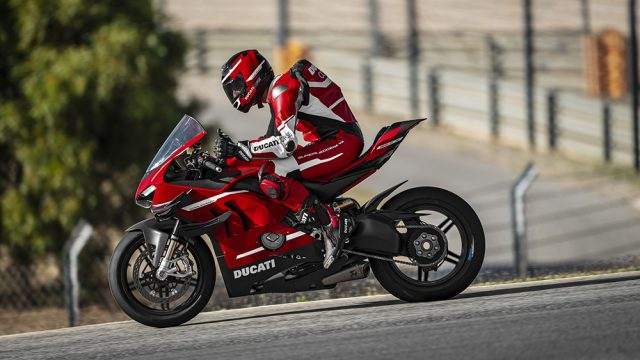 09_Ducati Superleggera V4_Action_UC145856_Low