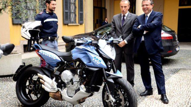 B_mv agusta rivale 800 per la polizia di milano_1