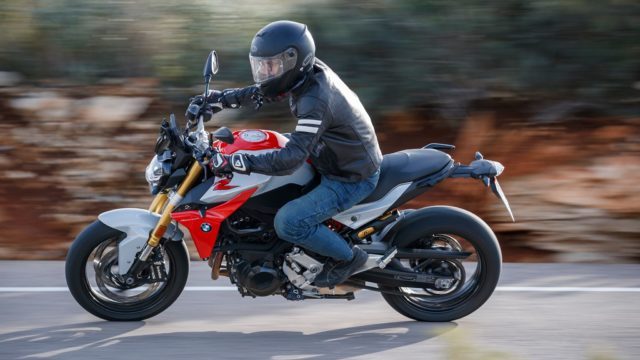 BMW F900R - First Ride Review 7