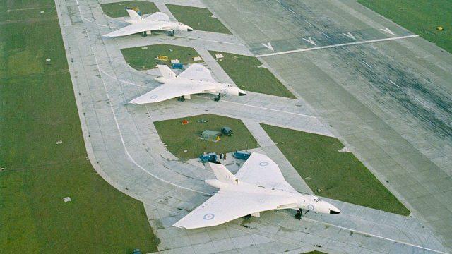 vulcan b2s bomber aircraft