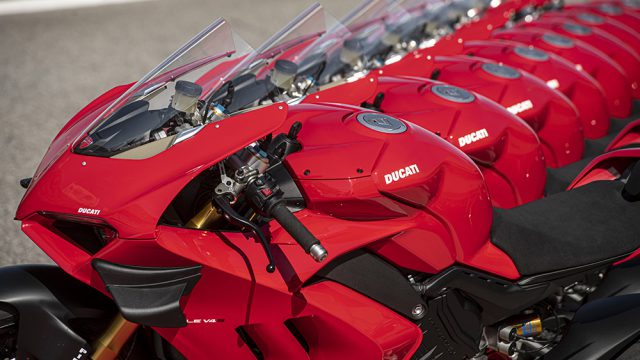 02_DUCATI_PANIGALE_V4S_UC143423_Low