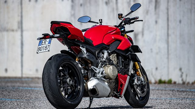 DUCATI_STREETFIGHTER_V4S_AMBIENCE_01_UC152964_Low