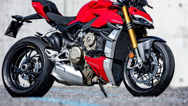 DUCATI_STREETFIGHTER_V4S_AMBIENCE_05_UC152969_Low