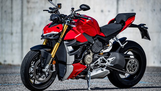 DUCATI_STREETFIGHTER_V4S_AMBIENCE_08_UC152972_Low