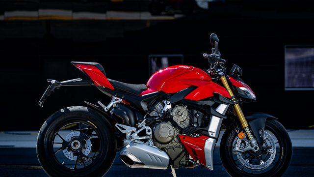 DUCATI_STREETFIGHTER_V4S_AMBIENCE_10_UC152971_Low