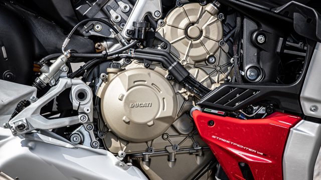 DUCATI_STREETFIGHTER_V4S_AMBIENCE_13_UC152976_Low