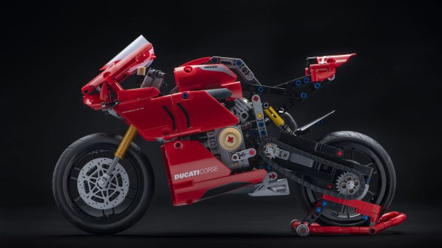 Ducati Panigale V4R Lego Technic - For Staying Home Pleasures 1