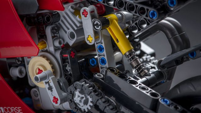 08_Ducati Panigale V4 R LEGO_ Technic__UC154217_High 2