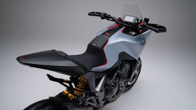 196920_Honda_s_Rome_R_D_Centre_proudly_unleashes_the_CB4X_at_EICMA