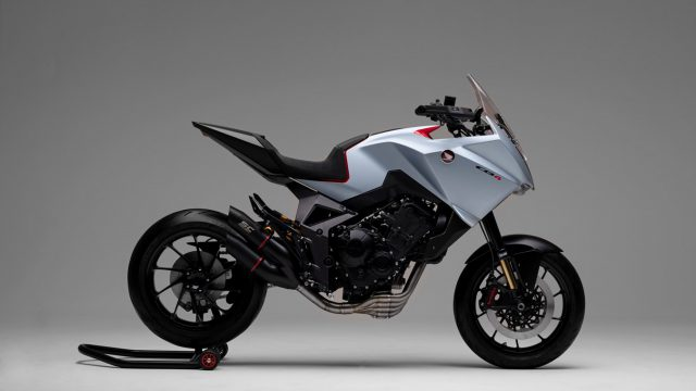197023_Honda_s_Rome_R_D_Centre_proudly_unleashes_the_CB4X_at_EICMA