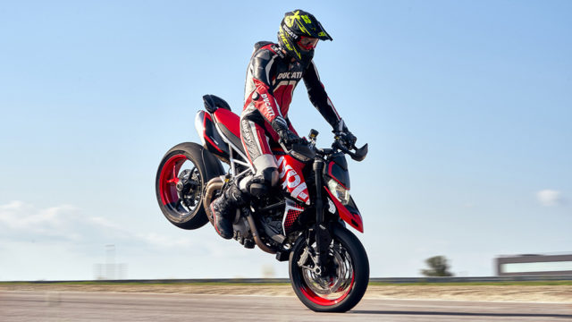 DUCATI HYPERMOTARD 950 RVE_ACTION_03_UC169741_Low