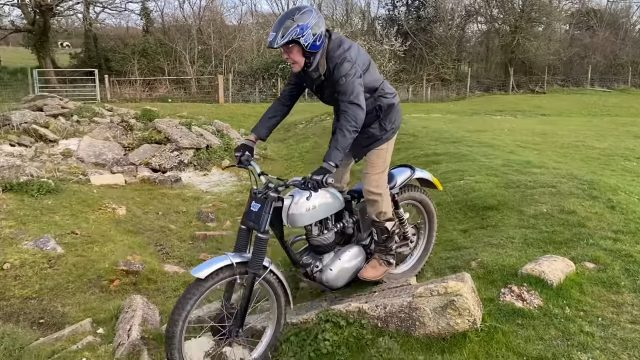 This 86 Year Old Rider Plays with his Trial Motorcycle 5