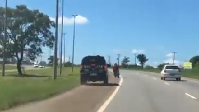 VIDEO: Motorcycle Police Chase Goes Wrong 1