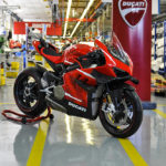 The First Ducati Superleggera V4 Rolls Out of the Production Line 3