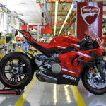 The First Ducati Superleggera V4 Rolls Out of the Production Line 5