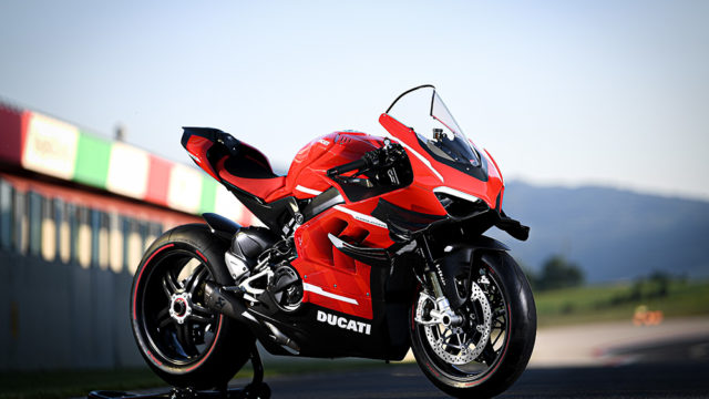 06_DUCATI_SUPERLEGGERA_V4_UC172354_Low