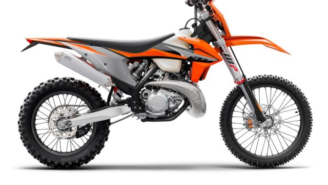 KTM 300 EXC TPI MY21_Static (2)